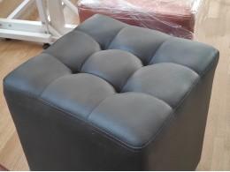 Пуфик-банкетка с прошивкой для примерки обуви (черно-серый куб)
